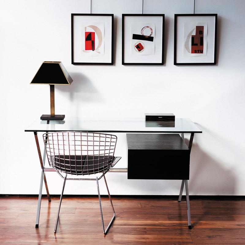 Chair BERTOIA with seat pad - designer HARRY BERTOIA 1952; MINI DESK - designer FRANCO ALBINI 1928